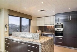 Leo White Granite Kitchen Countertop